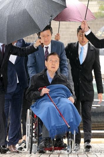 [사진]신격호 회장, '비오네'