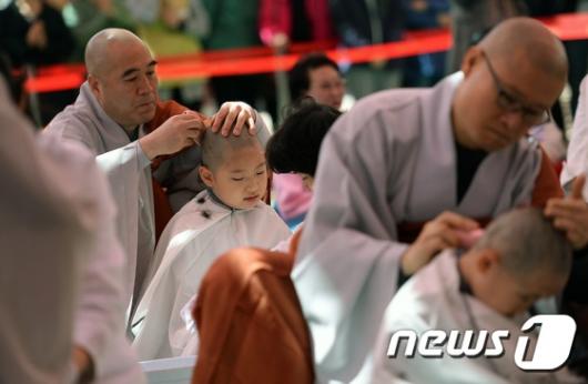 [사진]동자승 단기출가 보리수 새싹학교 삭발 수계식