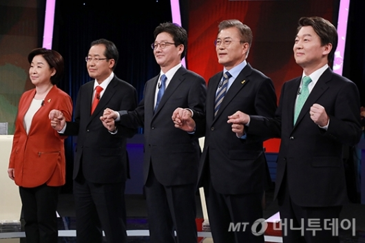 [사진]토론회 앞서 기념촬영 하는 대선후보들