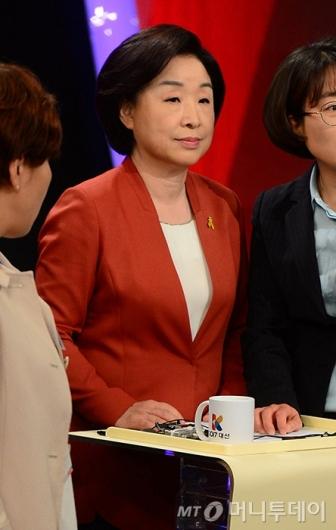 [사진]토론회 준비하는 심상정