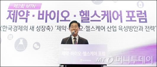 [사진]축사하는 양승조 위원장