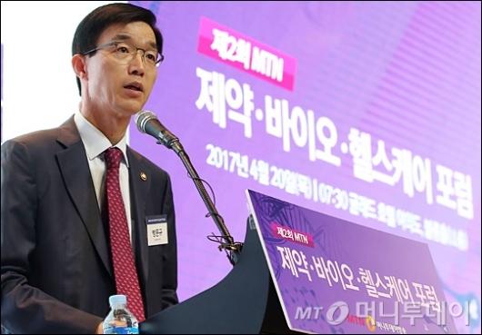 [사진]축사하는 방문규 보건복지부 차관
