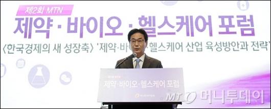 [사진]축사하는 원희목 한국제약바이오협회장