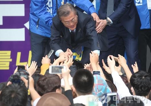 [사진]문재인 '아이돌급 인기'