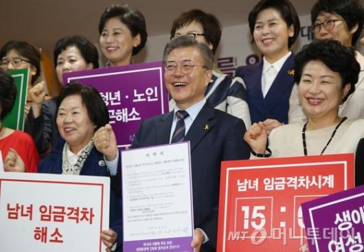 [사진]여성단체 만난 문재인 후보