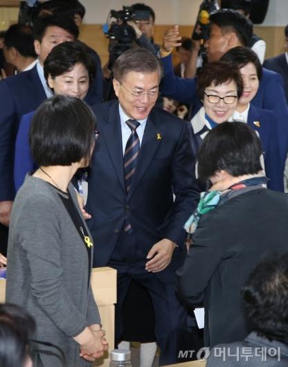 [사진]문재인, 한국여성단체협의회 방문