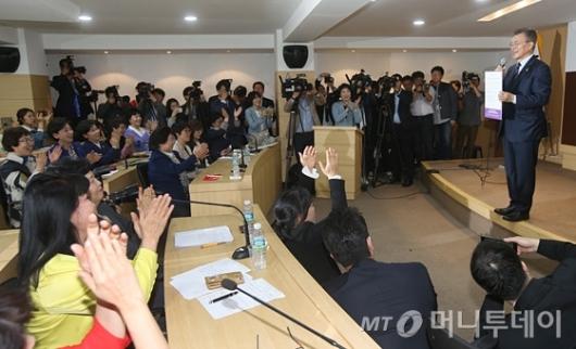 [사진]문재인 '여성정책공약, 반드시 실천하겠습니다'