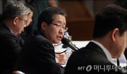 [사진]홍준표 후보, '좌파 3명과 우파 1명의 싸움'