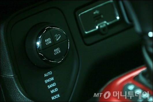 [사진]트레일호크, 4륜 버튼