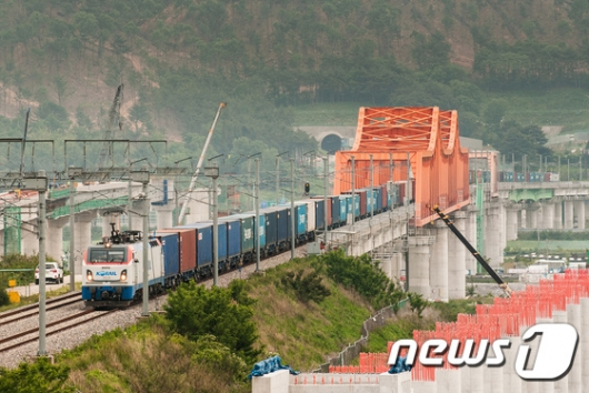 [사진]코레일, 무선제어 화물열차 최대 80량 연결 성공