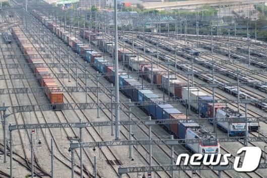 [사진]코레일, 1.2km 국내 최장 화물열차 시험운행 성공