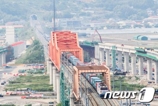 [사진]국내 최장 화물열차 시험운행 성공