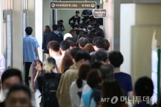 [사진]박 전 대통령 방청권 응모