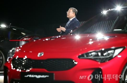 [사진]'스팅어' 소개하는 이영근 부회장