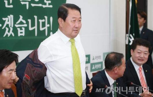 [사진]박주선 '첫 비대위 옷 벗고 합시다'
