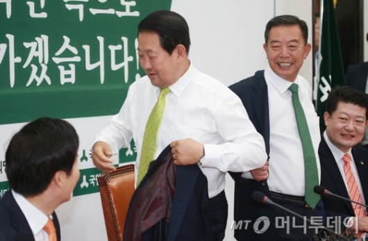 [사진]박주선 '첫 회의는 옷 벗고 합시다'