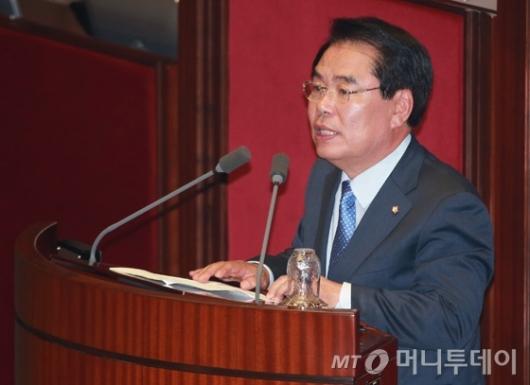 [사진]인사말하는 백재현 신임 국회 예결위원장
