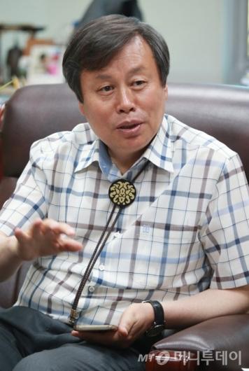 [사진]답변하는 도종환 문체부 장관 내정자