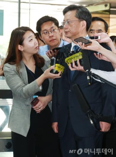 [사진]법정 들어서는 우병우