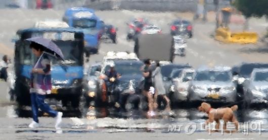 [사진]이글이글 아지랑이 핀 도로