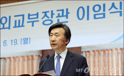 [사진]이임식 갖는 윤병세 전 장관