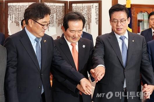 [사진]'손 잡아 봅시다'