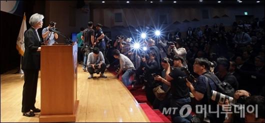 [사진]취임사하는 강경화 외교부 장관