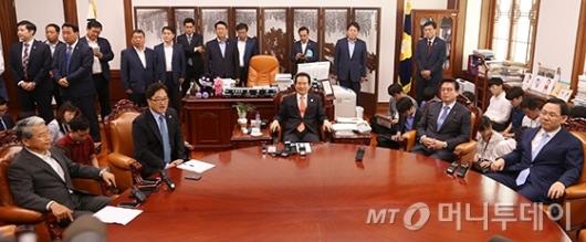 [사진]정례회동 갖는 국회의장-원내대표