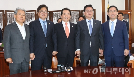 [사진]국회의장-4당 원내대표 정례회동