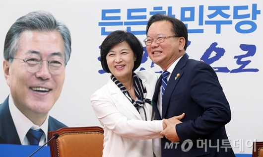 [사진]끌어안은 추미애-김부겸