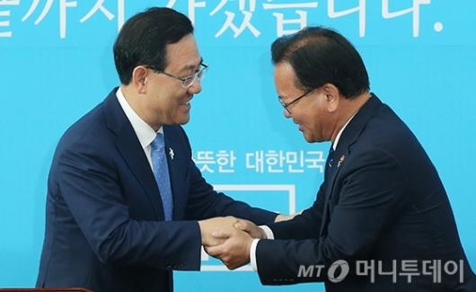 [사진]김부겸 장관, 주호영 권한대행 예방