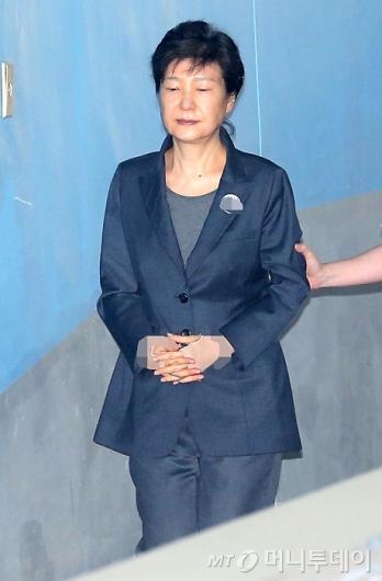 [사진]법정 향하는 박근혜 전 대통령