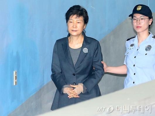 [사진]재판 출석하는 박근혜 전 대통령