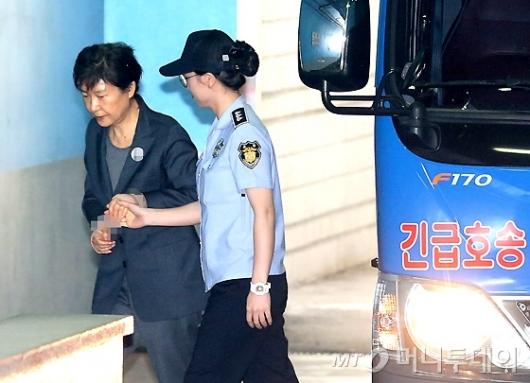 [사진]법원 도착한 박근혜 전 대통령