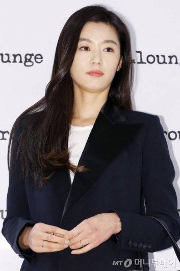 """전지현, 두 아이 엄마된다…""""내년 1월 출산"""