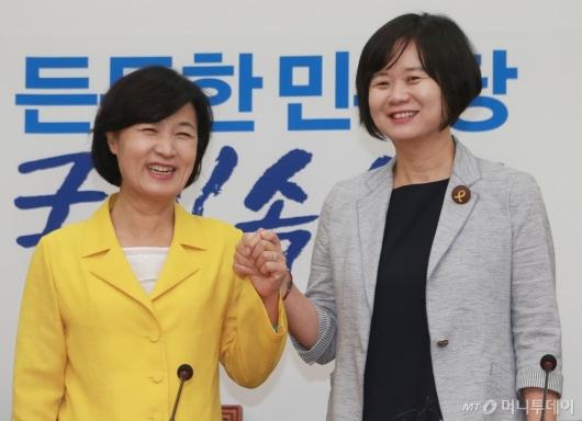 [사진]손잡은 추미애-이정미 대표