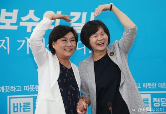 [사진]하트 그린 이정미-이혜훈 대표
