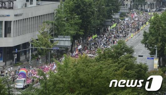[사진]길게 늘어선 퀴어축제 행렬