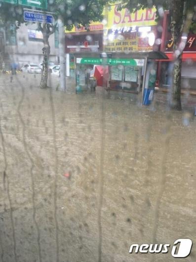 [사진]폭우로 물의 도시 된 청주
