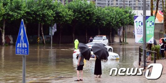 [사진]폭우로 물에 잠긴 청주