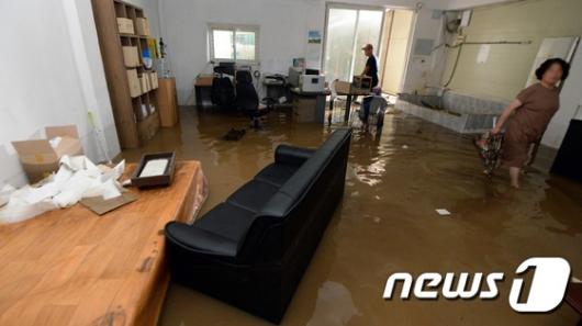 [사진]청주에 주택과 상가 침수 피해 발생한 청주