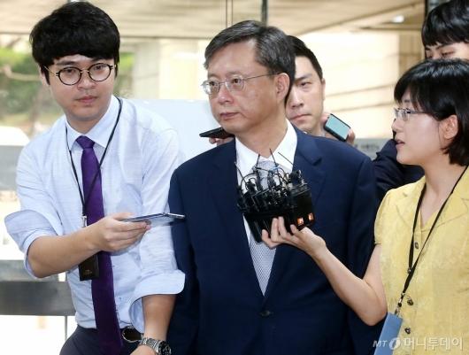 [사진]법원 들어서는 우병우 전 수석