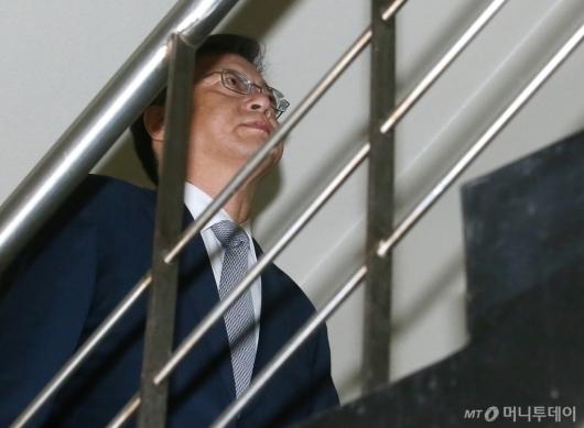 [사진]법정 들어서는 우병우 전 수석