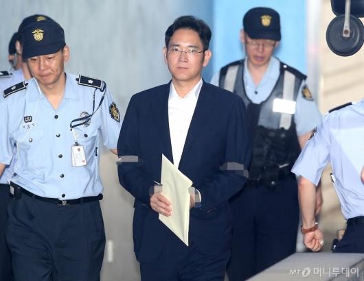 [사진]재판 출석하는 이재용 부회장