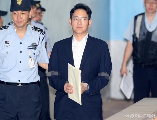 [사진]재판 향하는 이재용 부회장