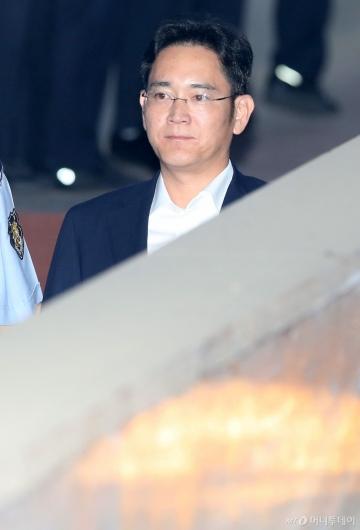 [사진]법정 향하는 이재용 삼성전자 부회장