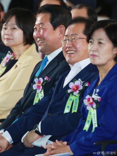 [사진]밝은 표정의 홍준표-박주선