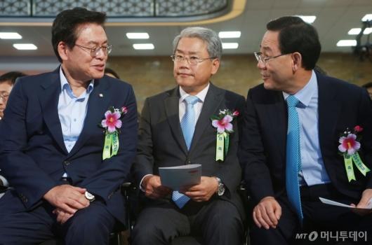 [사진]정우택-김동철-주호영 '대화하는 野3당 원내대표'