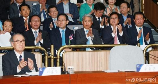 [사진]국가원로개헌대토론회 참석한 4당 원내대표