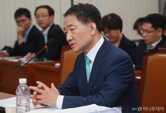 [사진]답변하는 박능후 복지부장관 후보자